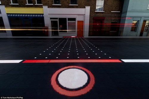 Step 1: The Smart Crossing identifies which part of the road would be the safest place for a crossing after scanning the risk in the area. Walk up to the spot on the pavement that suggests where the crossing will be and it assesses the risk based on the traffic flow