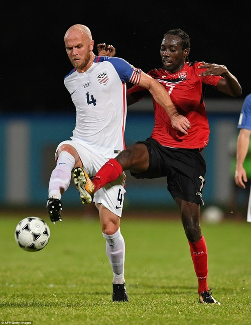 USA's Michael Bradley (L) and Trinidad and Tobago's Nathan Lewis vie for the ball during their 2018 World Cup qualifier football match in Couva, Trinidad and Tobago, on October 10, 2017
