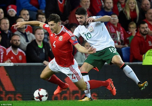 The opening exchanges are dogged, and left back Ben Davies goes down under the pressure of a tackle from Robbie Brady