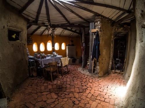 Центр дома - печь оригинальной конструкции.