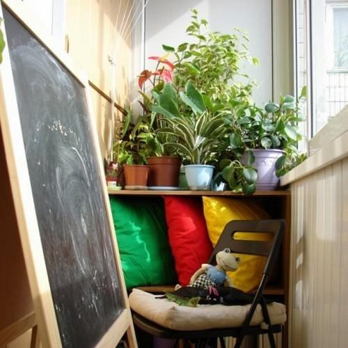 Зелень на балконе создаёт настроение.