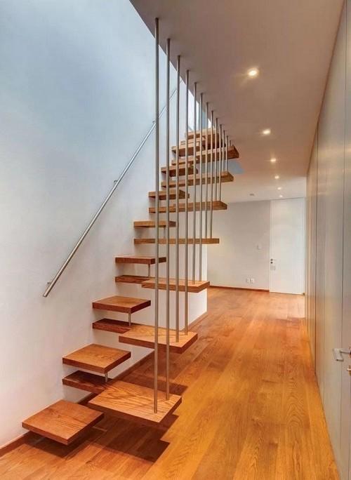 Деревянная лестница в стиле хай-тек, которая напоминает настоящее произведение искусства.
