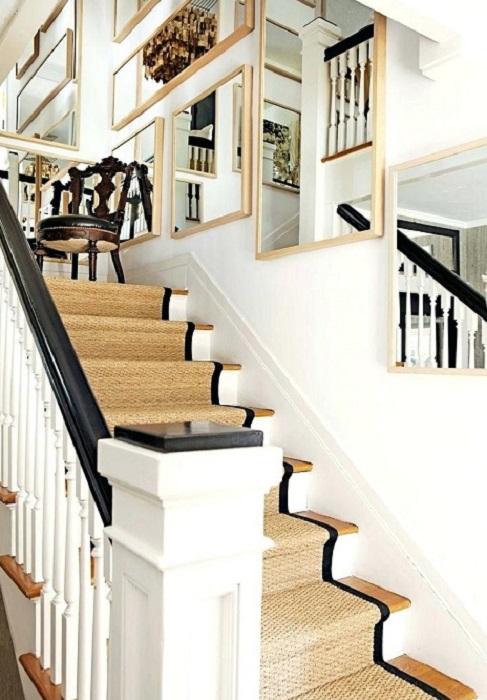 Классическая деревянная лестница, которая придаст помещению оригинальности и свежести.