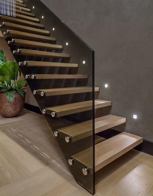 Лестница, которая создаёт эффект воздушности и лёгкости.