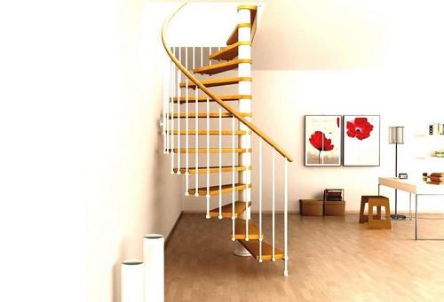 Лаконичная винтовая лестница с металлическими перилами и деревянными ступеньками.