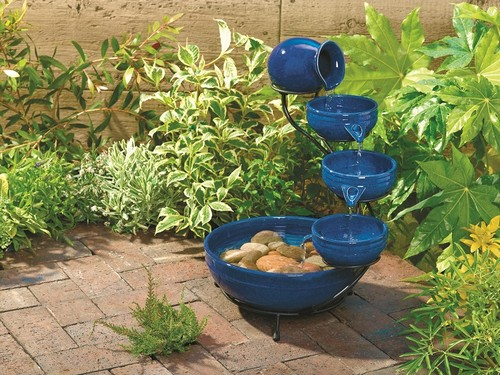 Отличная идея по изготовлению фонтана из нескольких керамических горшков.
