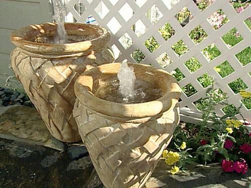 Лаконичные и стильные фонтанчики в греческом стиле.