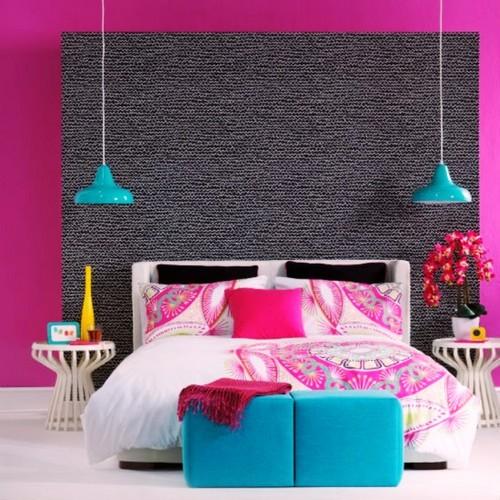 Яркие акценты в дизайне спальной комнаты.