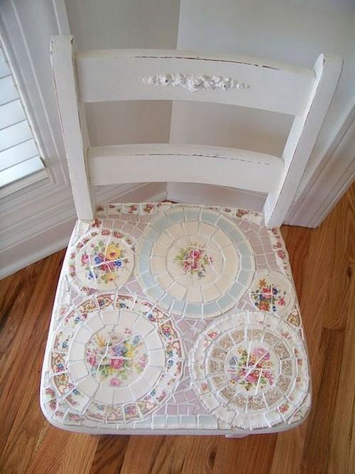 Мозаикой можно украсить любой предмет мебели или декора.