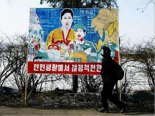 Запрещено срывать плакаты на улицах и в учреждениях.