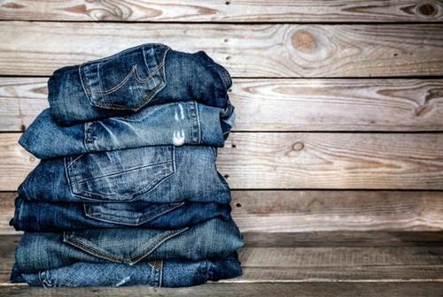 Запрещено носить джинсы синего цвета.