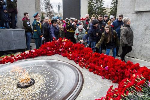 Перед возложением цветов на Монументе сегодня прошёл памятный митинг