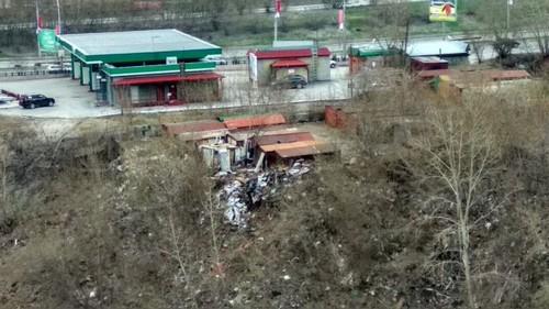 Свалка вдоль берега 1-й Ельцовки.Фото читателя НГС