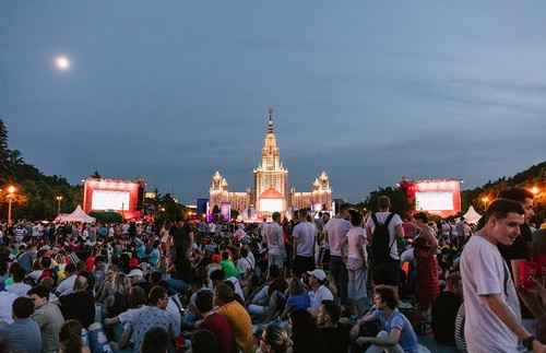 Crowds of fans make an impressive spread at the Moscow fan zone.