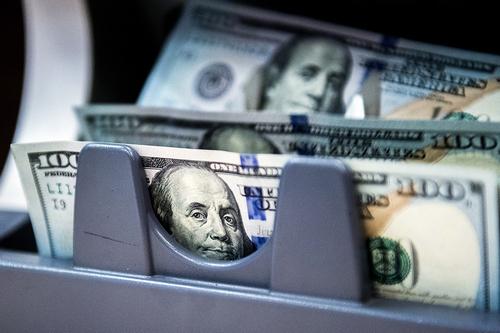 Смогут ли банки спасти валютные депозиты россиян