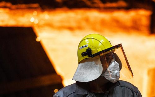 Cпасет ли реструктуризация Evraz от санкций