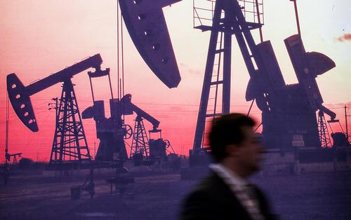 Рубль вновь стал зависеть от цен на нефть