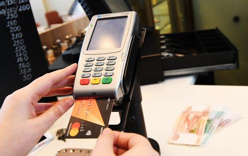 Чем опасна любовь россиян к кредитным картам