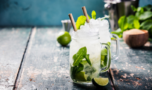 5 Expert Tips for Shooting Mouthwatering Cocktail Photos — Use Waterproof Backgrounds with Natural Ice