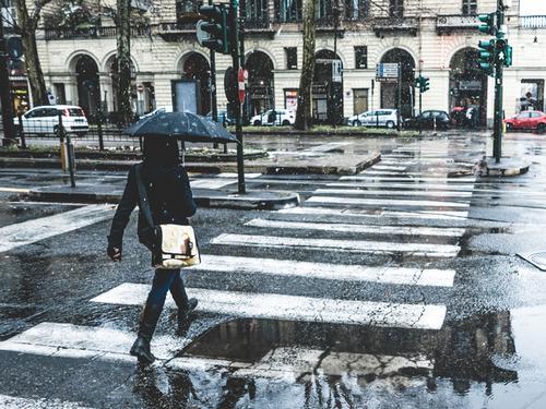 7 Photographers on Taking Beautiful Photos on Rainy Days — Use a Dark Background