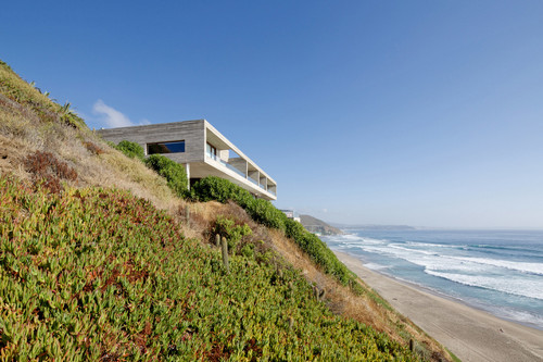 Paravicini House by Christian Hrdalo, Cachagua, Chile