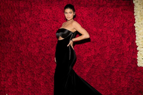 kylie-jenner-getty-main-red