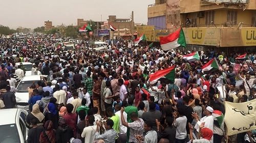 Sudanese renew protests to demand civilian rule
