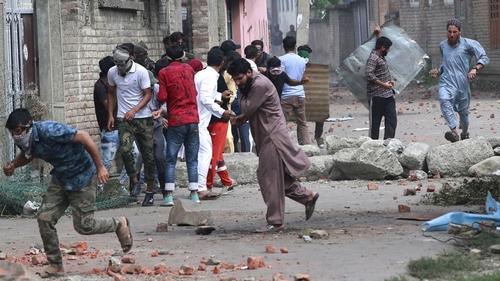 Tear gas Kashmir
